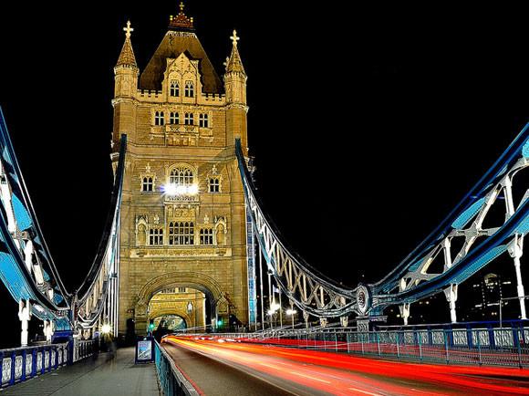 Tower-Bridge-Light-Trails