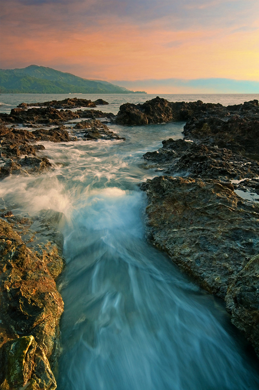 Skaliste-wybrzeze-Filipin- Lester-A.-Garcia1